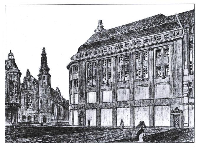 Rund um eine Ecke geführter viergeschossiger Bau mit großen Fenstern in Erdgeschoss und 1. Obergeschoss.