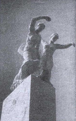 Auf einem Sockel stehen zwei nackte weibliche Personen mit ausgreifenden Armbewegungen.