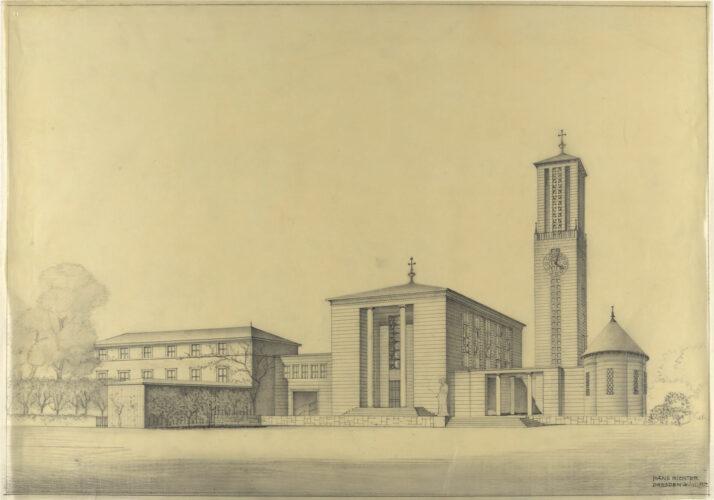 Neben einem längsrechteckigen hohe Kirchengebäude stehen ein Campanile und eine kleine Kapelle, verbundne durch eine teilweise geöffnete Mauer.